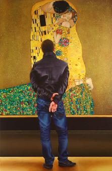 Kiss- museum and art within art hyperrealism painting by Gerard Boersma of man enjoying Kiss by Gustav Klimt